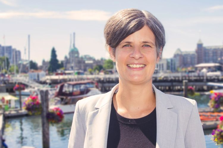 Mayor Lisa Helps Photo Colour - Oct 2016.jpg